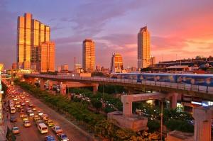 Le skytrain (métro aérien) et les embouteillages à Bangkok