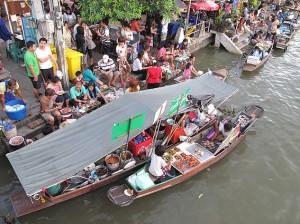 Bateaux-restaurants le long du canal