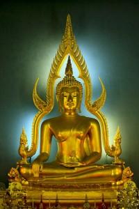 Statue de Bouddha dans un temple à Bangkok