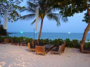 Coucher de soleil sur la plage Hat Sai Kaew à Koh Samet