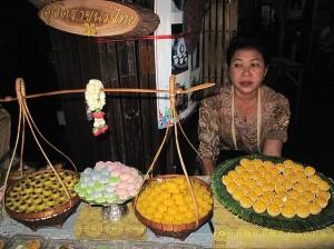 Vendeuse de gâteaux traditionnels thais