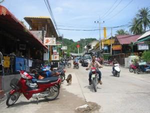 La rue principale à Koh Tao