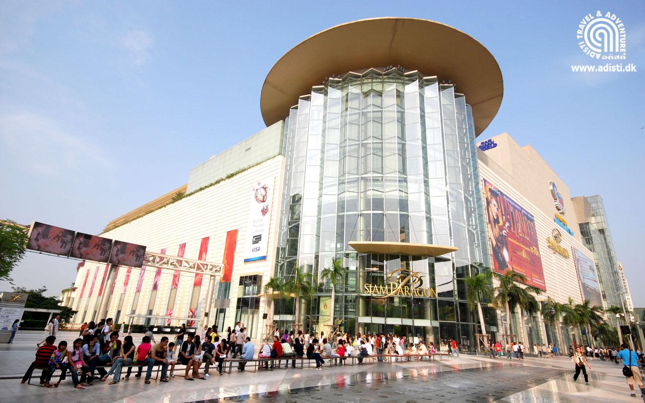 9690b32262 Avec ses nombreux marchés, ses shopping mall et ses petites boutiques, il  vous sera aisé de trouver des vêtements de marque, des vêtements  traditionnels, ...