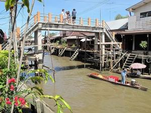 Un des deux ponts du canal