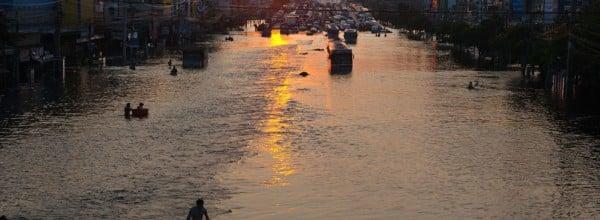 Les habitants de Bangkok doivent faire face à la montée des eaux