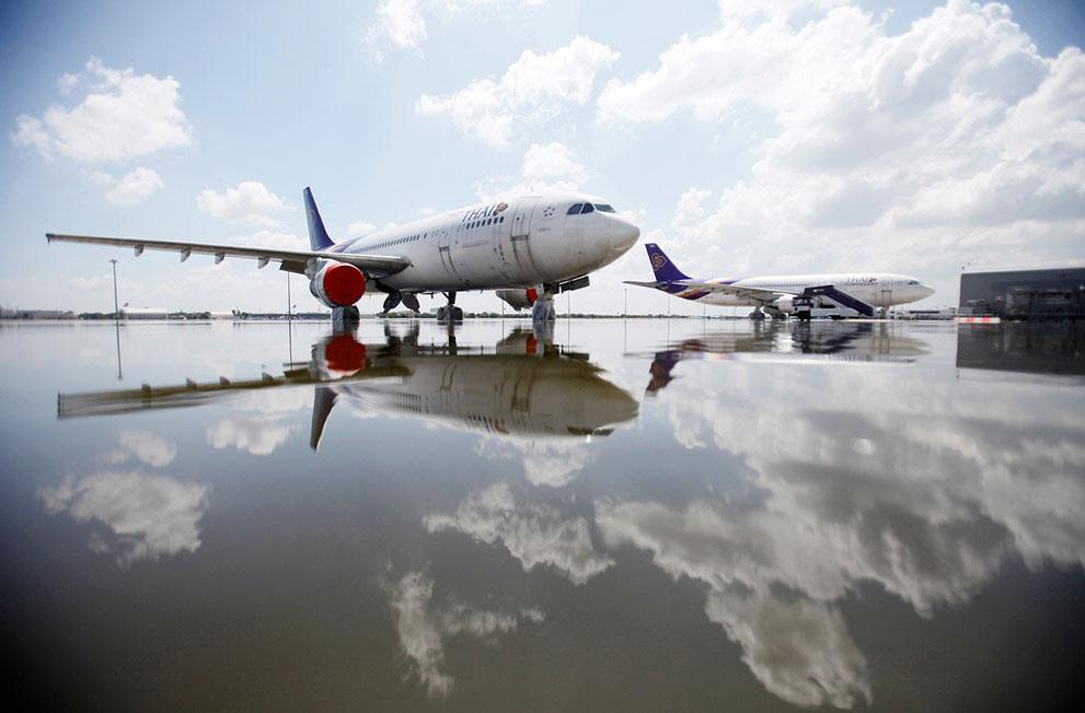 Des avions Airbus A300 de la compagnie Thai Airways dans l'aéroport Don Muang à Bangkok