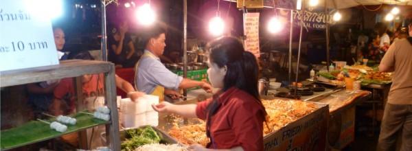 Découvrez le marché de nuit de Chiang Maï