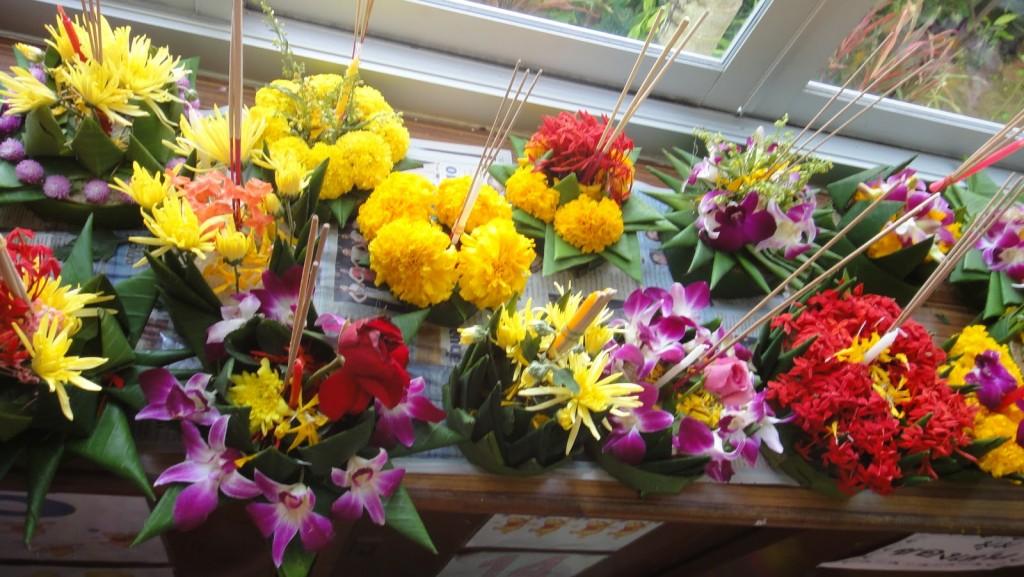 Des bouquets de fleurs confectionnés par des élèves