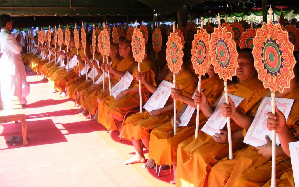 Moines en méditation