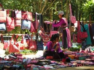 Boutique de vêtements et de sacs traditionnels dans le Nord