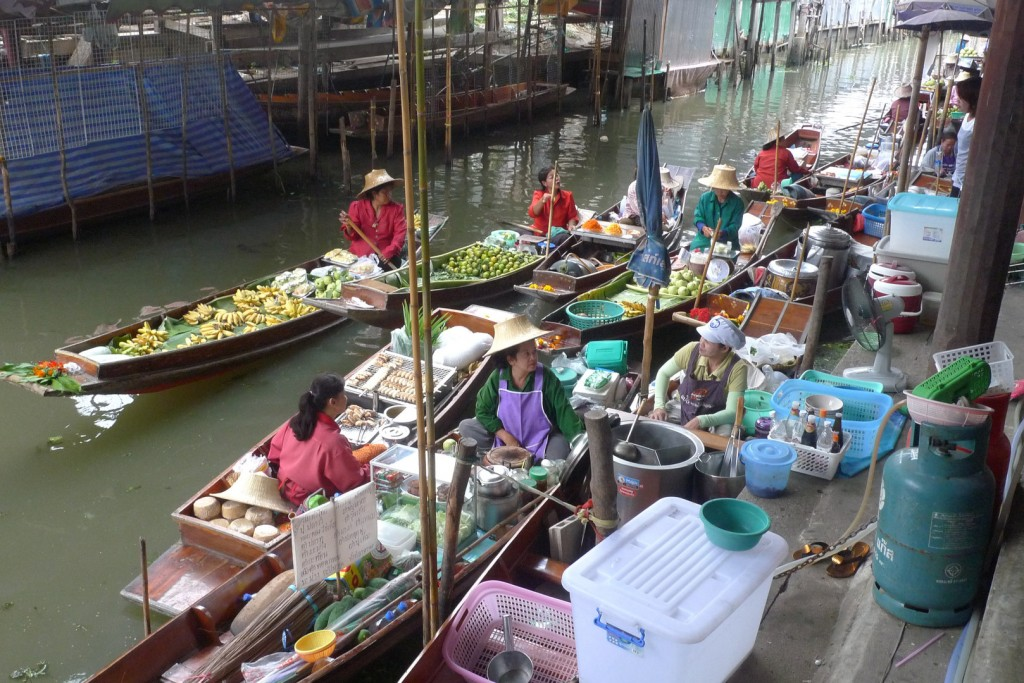 Le célèbre marché flottant sur les klongs de Thonburi