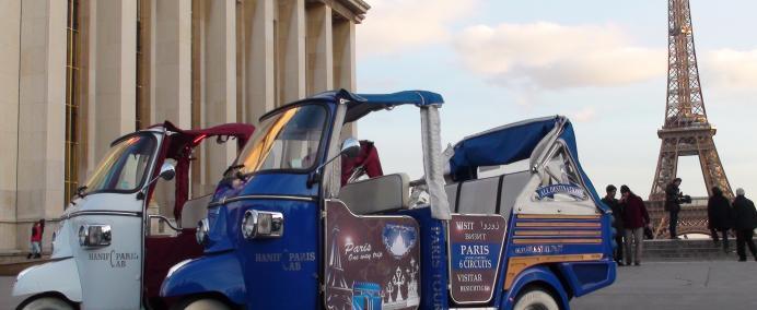 Tuk Tuk à la Tour Eiffel