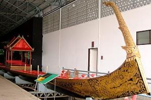 La barge Ekachai