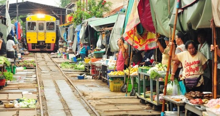 Un train au marché