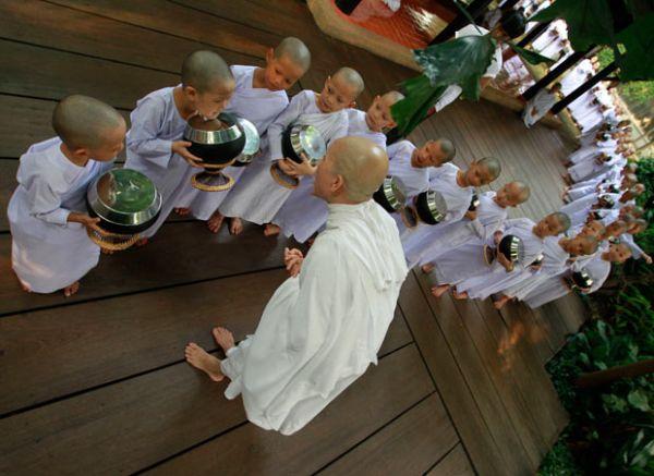 petits moines à chiang rai