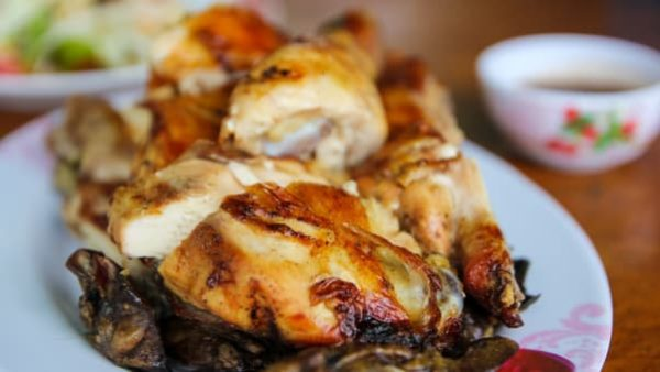 le poulet grillé à l'ail